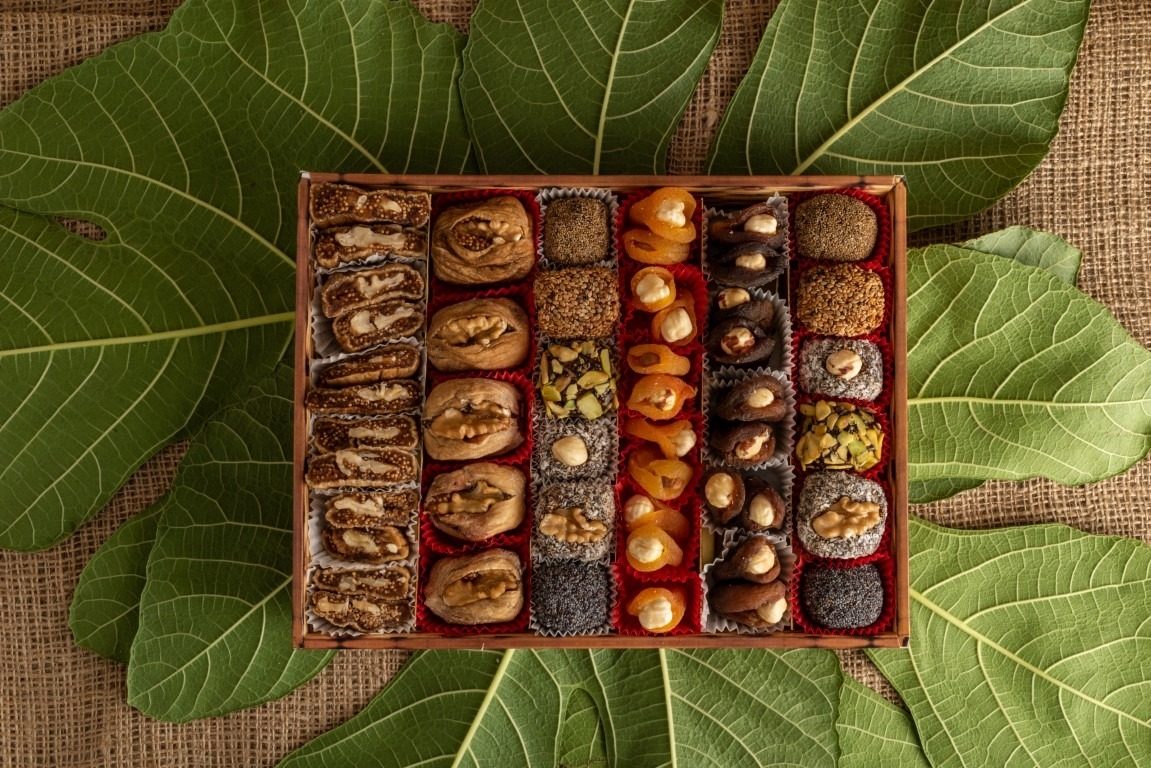 Assorted Dried Fig Paste With Apricot
